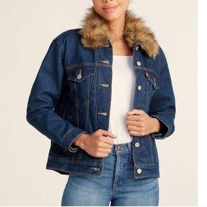 NWT Levi's Fur Collar Ex-Boyfriend Trucker Jacket